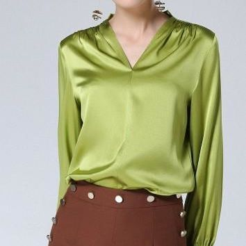 The high-end silk shirtsleeves of 2018 silk and European fashion v-neck green long-sleeved blouse with a loose shirt in the shou