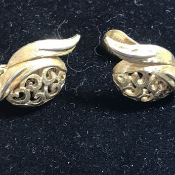 Pretty Monet Gold Tone Open Work Filigree Wave Clip On Back Earrings