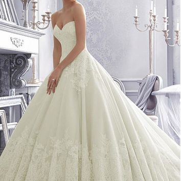 [219.99] Elegant Tulle Sweetheart Neckline Natural Waistline Ball Gown Wedding Dress With Lace Appliques - dressilyme.com
