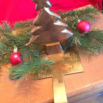 Christmas Stocking Holder Vintage Solid Brass Christmas Tree Mantel Stocking Hook Rustic Pine Tree Gold Fireplace Log Cabin Home Decor