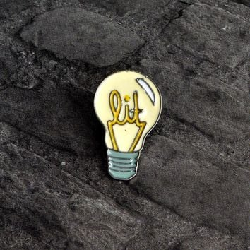 Cartoon Light bulb Brooch Pin Button Alloy Enamel Yellow Daily supoplies Brooch Denim Jacket Backpack Shirt Pin Badge Jewelry