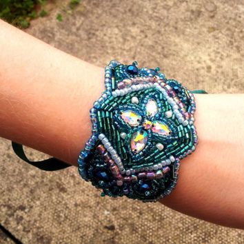Beaded cuff bracelet, bead embroidery, great gastsby - Frost Queen