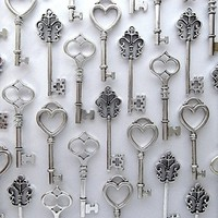 Aokbean Vintage Skeleton key in antique silver Style - set of 30pcs (Antique Silver)