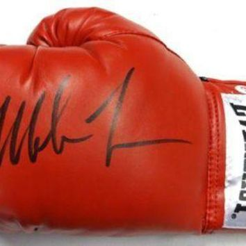 ICIKJNG Mike Tyson Signed Autographed Everlast Boxing Glove (PSA/DNA COA)