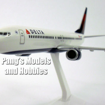 Boeing 737-900ER Delta Airlines 1/200 Scale Model by Flight Miniatures