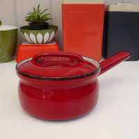 Vintage red enamel pot!! ReTrO KiTcHeN!!