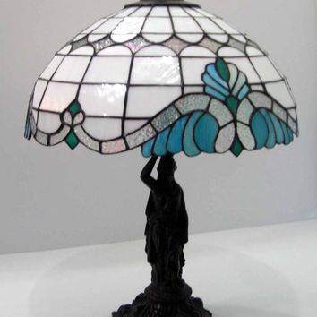 BLUE TIFFANY LAMP – Baroque Style Tiffany Lamp in blue – Round blue stained glass lamp