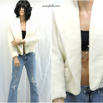 White faux fur jacket, size S / M, 70s vintage cropped fake fur coat,1970s faux fur jacket, fully lined, SunnyBohoVintage