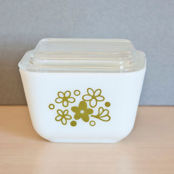 Pyrex Spring Blossom Crazy Daisy Refrigerator Dish, 501, Small Size with Lid