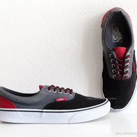 Black, dark grey and red Vans Era sneakers, vintage skate shoes, canvas shoes, size eu 40 (UK 6.5, US women 9, US men 7.5), insole 25.3 cm