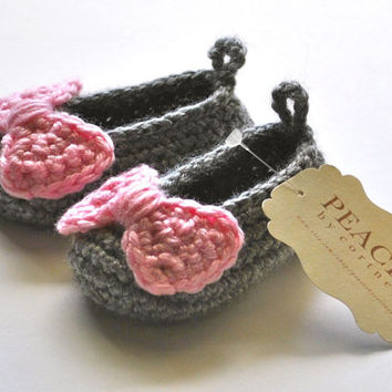 Gray / Grey & Pink Bow Baby Shoes -- infant shoes baby boots baby shoes baby slippers baby booty newborn gift babyshower pregnancy gift