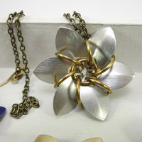 Scalemaille flower pendant - silver gray