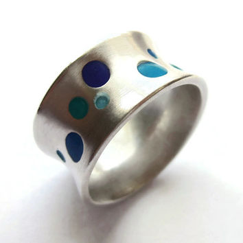 Vintage modernist sterling silver ring with inlaid enamel dots, peacock colours, marked Joidart, blue jewellery. #205.