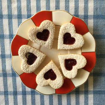 2 dozen of Linzer hearts/cookies - perfect as a Valentine's or Mother's day gift