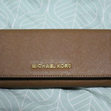 NWT Michael Kors Jet Set Travels Leather Women Wallet in Luggage