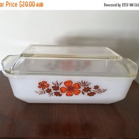 PYREX SALE: Vintage 1970s Crown Pyrex 4 Pint 2.75 litre Oblong Casserole Dish and Lid / Retro Pyrex Casserole / Flower Power Pyrex Dish