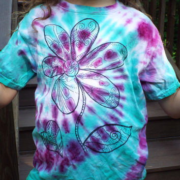 Tie Dye Flower Shirt, Custom Tie Dye Shirt w Funky Flower, Flower Power, Boho, Womens Tie Dye Hippie Clothes, Flower child, nature lover