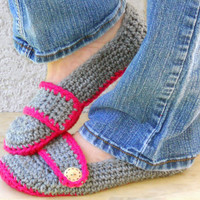 Crocheted slippers, booties, shoes, socks with a button strap in grey and fuchsia