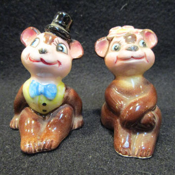 Bride and Groom Bear Salt and Pepper Shakers Made in Japan  (1170)