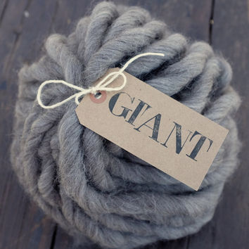 "SHETLAND - GIANT  Handspun Yarn - 10,5 oz / 300 gr - Super Chunky Yarn - Blanket Yarn - ""Natural Grey"""