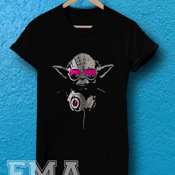 DJ Yoda Jedi Master Star Wars pink ,T shirt for women and men