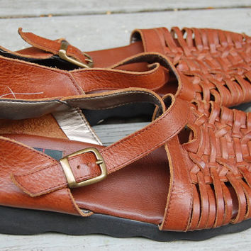 Vintage 80s 90s Trader Bay Brown Leather Basket Weave Woven Huaraches Buckle Up Criss Cross Maryjanes Flats Shoes Size 9 Medium 9M
