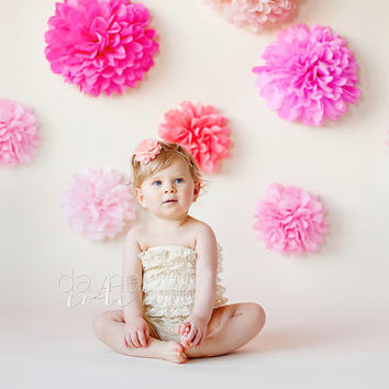 photoshoot prop ... 12 Tissue paper pom poms  ... choose your colors // childrens birthday party // 1st birthday pictures // backdrop decor