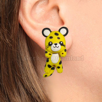 Yellow Leopard Clinging Earrings