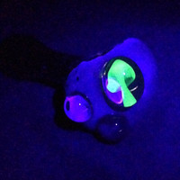 Glass Pipe - UV Reactive Mushroom