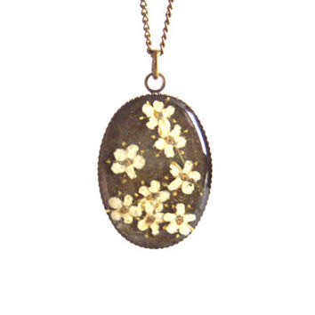 Floral necklace, Real flower necklace, Eldelflowers, Pressed flower jewelry, Nature inspired, Spring necklace, Botanical pendant, Oval