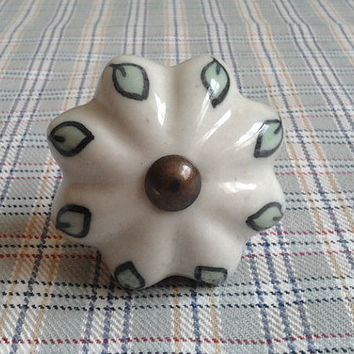 Shabby Chic Dresser Drawer Knobs Pulls Handles / Rustic Kitchen Cabinet Knobs Door Knobs Pull Handle / White Green Leaf Ceramic Porcelain