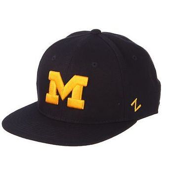 official photos 527e0 19216 Licensed Michigan Wolverines Official NCAA M15 Size 7 Fitted Hat Cap by  Zephyr 087282 KO 19 1