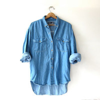 vintage jean shirt. washed out denim shirt. button down shirt. pocket shirt.