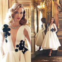 Sexy White Satin Long Sleeves A-Line Cocktail Dresses Black Applique Short Party Prom Dresses Satin Formal Evening Gowns
