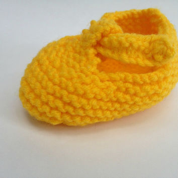 Hand knit booties, yellow baby shoes, newborn booties, baby boy shoes, baby girl shoes, t strap shoe, infant shoes, 3 month old, baby shower