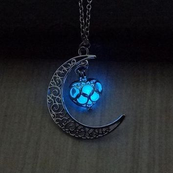 Glow In The Dark Hollow Moon & Heart Pendant Silver Plated Chain Choker Necklace