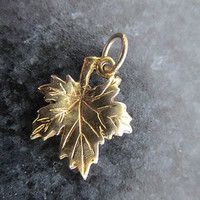 SPECIAL. 10% off sale. Was 59 dollars, now 53 dollars. Vintage gold vine leaf pendant charm 9ct gold Estate
