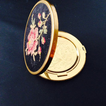 Vintage Powder Compact Zell Fifth Avenue Petit Point Embroidered Top Pink Rose