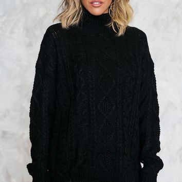 PLUSHLY SOFT CABLEKNIT SWEATER - BLACK