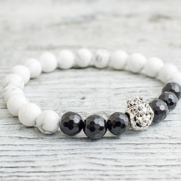 White howlite and black faceted onyx stone beaded 925 sterling silver Lion with crown stretchy bracelet, Mens bracelet, Womens bracelet