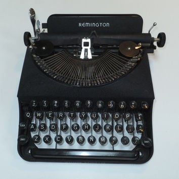 Vintage Typewriter - Remington Deluxe  Remette Dele 1940, Original Carrying Case, Antique Laptop, Old Portable Typewriter