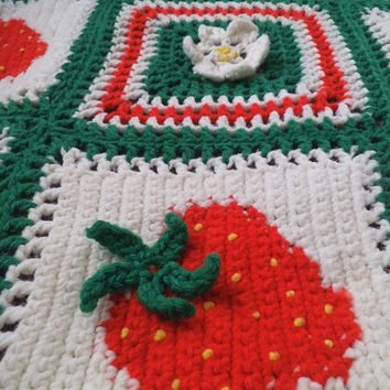 Vintage Crochet Strawberry and Daisy Afghan Throw ~ Red Green White ~ Dimensional