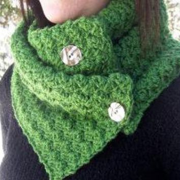 Button Up Cowl in Kelly Green by MegansMenagerie on Etsy