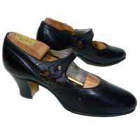1920s Walk Over  Black Leather Mary Janes NOS
