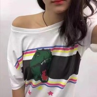 2017 early spring new Gu Linaza with rainbow striped dinosaur printing white T-shirt