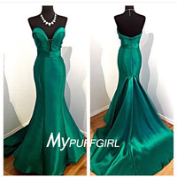Dark Green Plunging Sweetheart Mermaid Prom Dress With Sweep Train