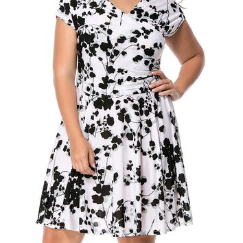 Streetstyle  Casual Black White V-Neck Printed Plus Size Flared Dress
