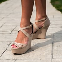 Line In The Sand Chevron Wedge: Taupe