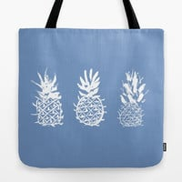 August special! Tote bag Lunch bag Sober blue tote bag with print of pineapples Inverted image of individualized pineapples painted by ink