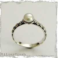 Thin floral silver engagement ring with a single pearl - Signs of time.
